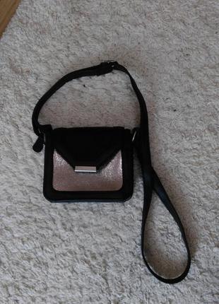 Сумка через плечо с элементом золотого металлика сумочка george