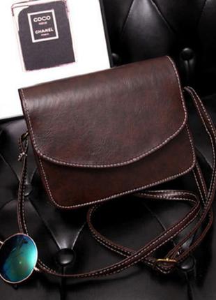 Маленькая сумочка-клатч темно-коричневого цвета