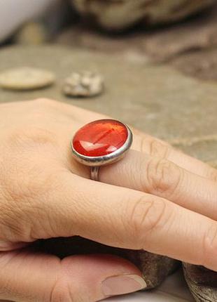 Кольцо с ярко-красным стеклом2 фото