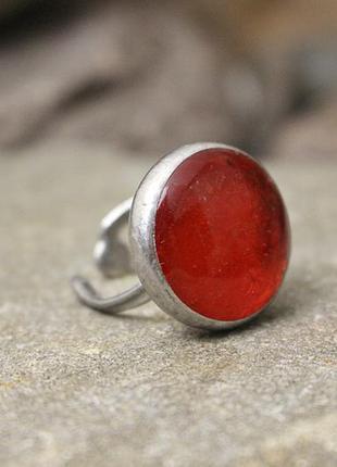 Кольцо с ярко-красным стеклом3 фото