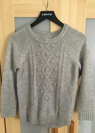 Красивый серый свитер