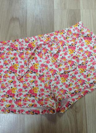 Летние трикотажные шорты короткие с цветочным принтом м-л