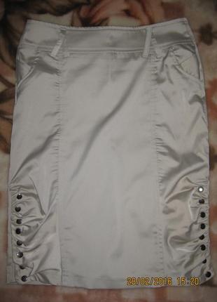 Классснючая  атласная юбка на кнопках 42-44разм.