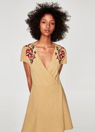 Платье с вышивкой zara