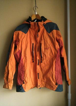 Классная спортивная куртка с нюансом