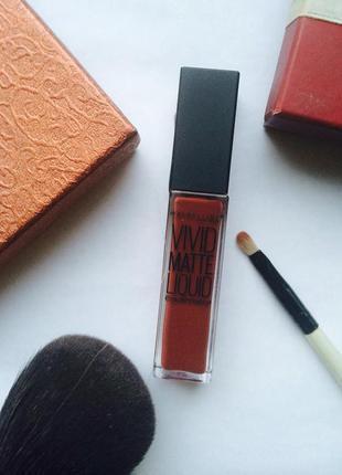 Матовый блеск для губ maybelline vivid matte liquid. трендовый оттенок