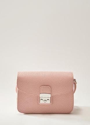 Вместительная сумочка кросбоди пудрового цвета house
