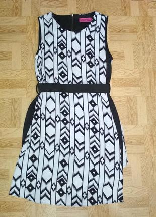 Платье с геометрическим принтом boohoo