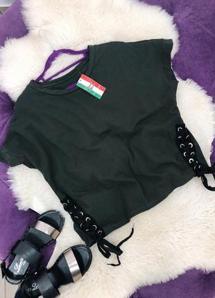 Стильная футболка цвета хаки со шнуровкой в наличии италия1