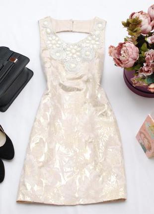 Жаккардовое платье-футляр с декором вокруг горловины и вырезом на спинке 8uk