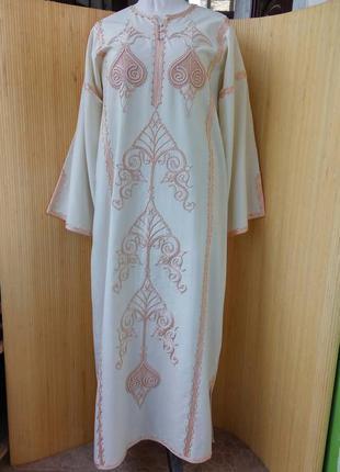 Молочно белое длинное египетское платье с вышивкой  в этно стиле / абая