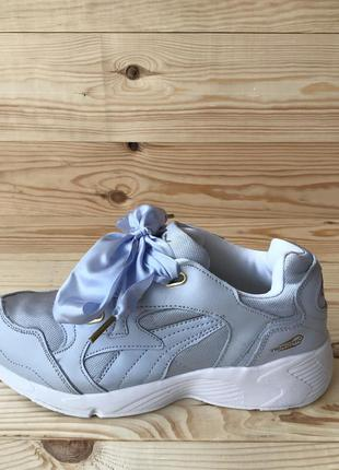 Puma prevail heart satin