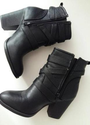 Женские ботинки в иднальном состоянии
