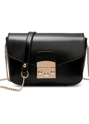 Небольшая черная сумка на цепочке через плечо клатч