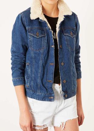 Крутая синяя хлопковая джинсовая куртка с овчиной с рваными и потертостями от topshop moto