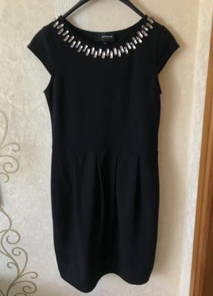 Красивое платье футляр чёрного цвета reserved