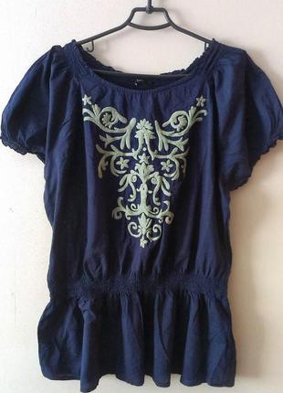 Блуза футболка с воланом баской