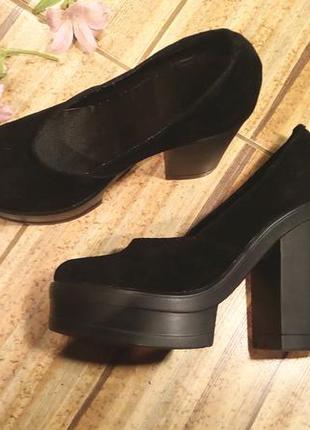 Замшевые туфли на толстом каблуке и платформе