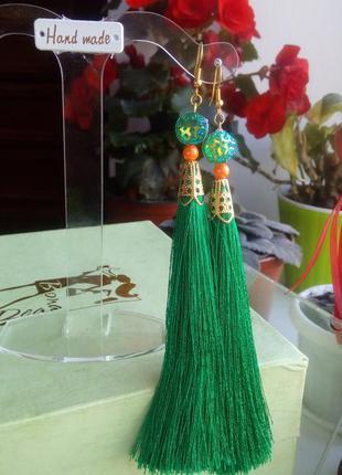 Яркие зеленые серьги кисточки hend made