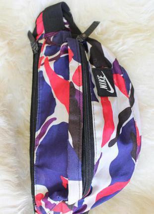 Nike трезцветная поясная сумка, банан, вместительная и очень стильная nike