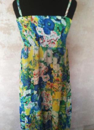 Яркое шифоновое  платье на бретелях с воланами, размер 48-50