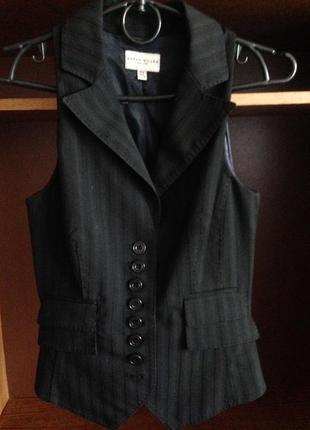 Английская стильная черная жилетка karen millen в полосочку