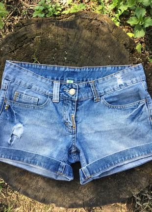 Джинсовые шорты с дырками