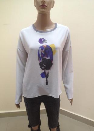 Красива сіра блузка вільного крою з принтом