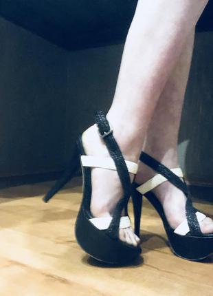 Босоножки/туфли на каблуке