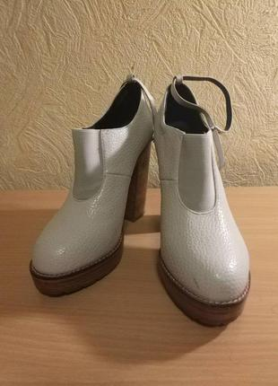 Жіночі туфлі каблук asos 38,5