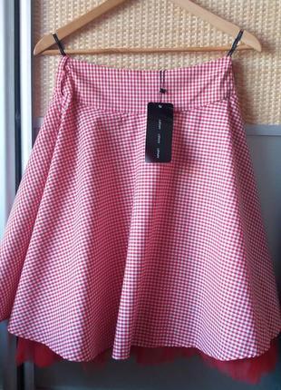 Кокетливая юбка от бренда apart.