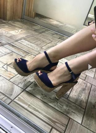 Пробковые босоножки на высоком каблуке