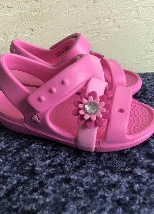 Скидка ! сандалии crocs c6 с цветочком
