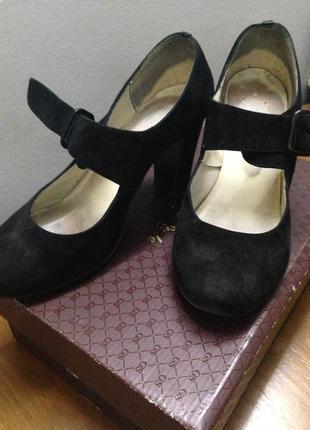 Черные замшевые туфли на широкую ножку