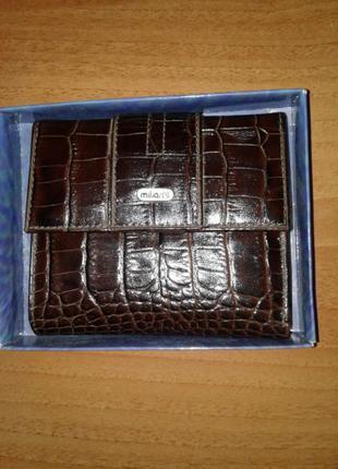 Компактный кожаный кошелек