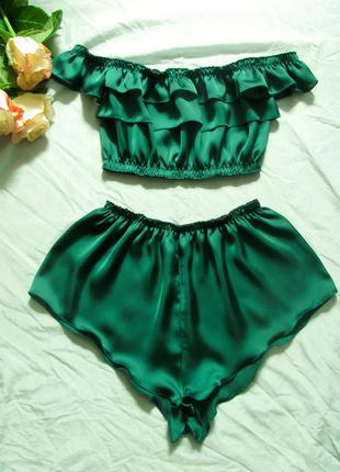Шелковый комплект в изумрудно-зеленом оттенке топ бандо (кроп-топ)   секси шортики