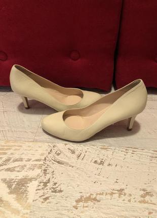 Шикарные туфли из натуральной кожи от andre