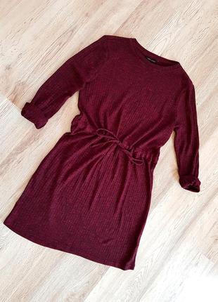 Классное платье цвета марсала