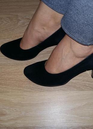 Класные,удобные,классические,замшевые черные туфли на каблуке,натуральный замш