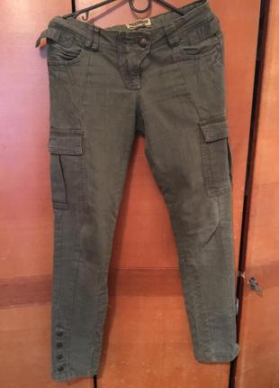 Милитари-джинсы цвета хаки