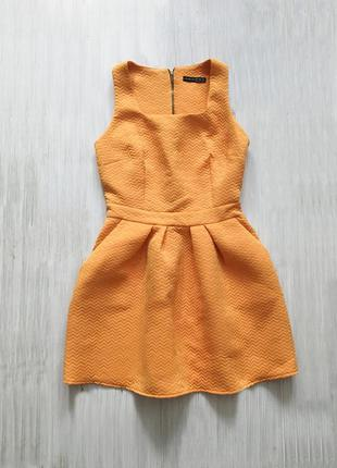Яркое коротенькое платье