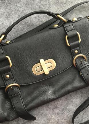 Черная сумочка на длинной ручке