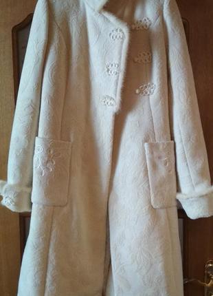 Пальто с отделкой из белой норки от frizman