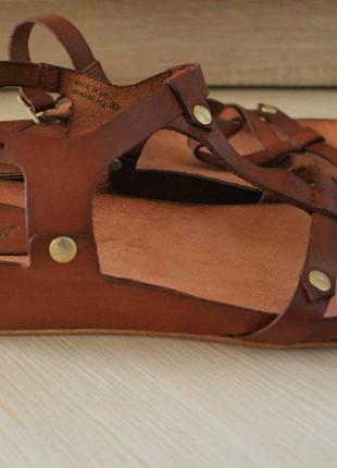 Босоножки кожаные kickers