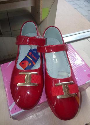 Туфли на девочку польша