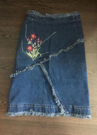 Крутая джинсовая юбка с необработанными краями2 фото