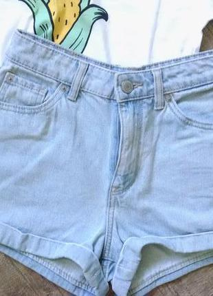 Трендовые короткие джинсовые шорты