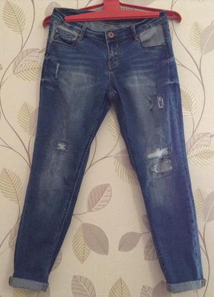 Модные джинсы бойфренд слим