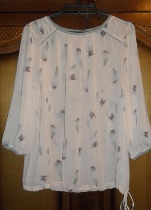 Блуза нежно-розовая в перышках