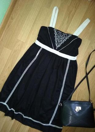 Летнее фирменное платье-сарафан с вышивкой atmosphere